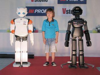 ロボットと子供.jpg